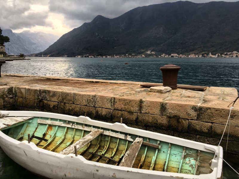 picture of a boat in perast