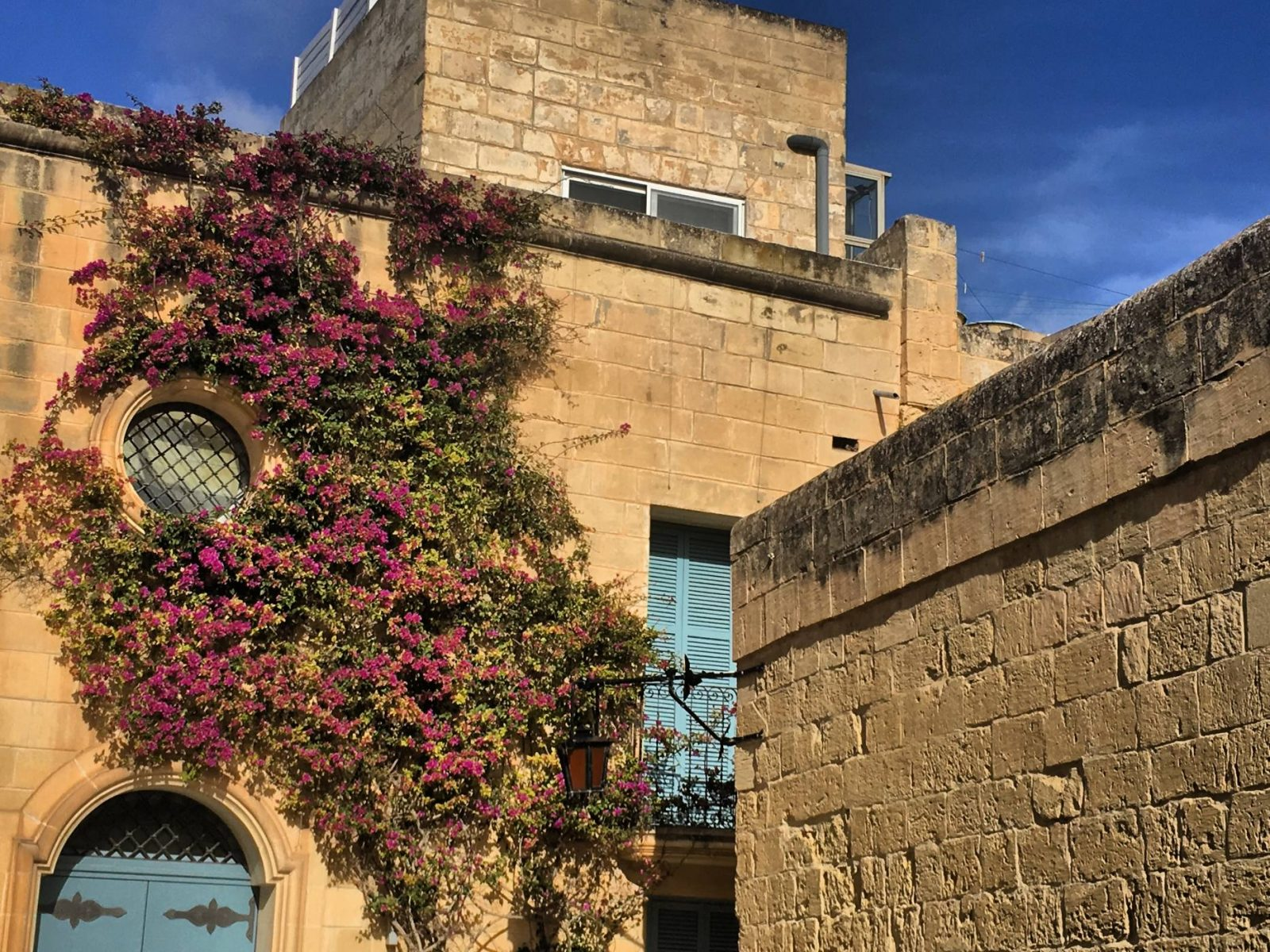 A pretty overgrown building in Mdina