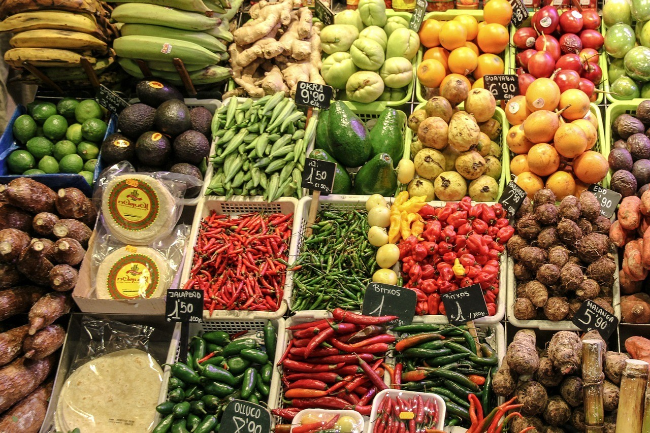 Image of fruits and vegetables at a market in Latin America